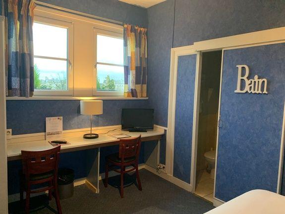 chambre double supérieure-hotel-anne-de-bretagne-blois-centre ville-couple-spacieuse