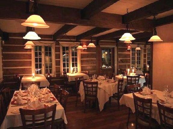 Restaurant  Chez Patrick situé  à une minute  du Refuge Comfort Suites Hôtel