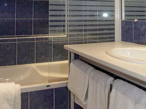 hotel-anne-de-bretagne-blois-centre-ville-salle-de-bains-chambre-triple-supérieure