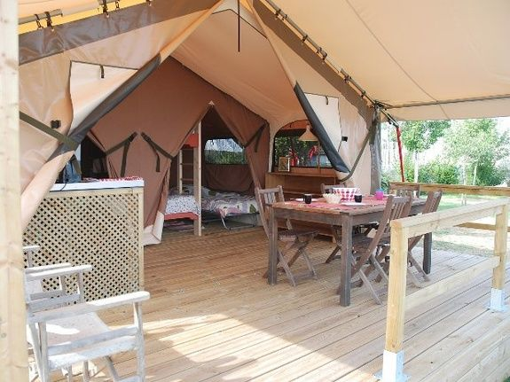 Camping Le Clapas tentes lodge séjour/veranda