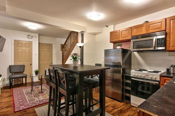 hotel-proche-palais-des-congres-montreal-appartement-terrasse-salle-a-manger-cuisine