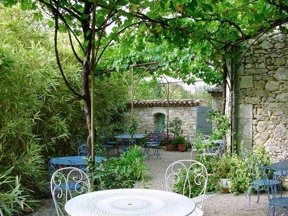 Terrasse en été-chambres d'hôtes de charme-perigord-villereal-monflanquin