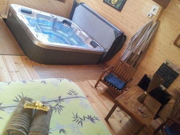 chambre-jacuzzi-privatif-lille-nord-pas-de-calais-jacuzzi-chaise