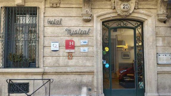 hotel-mistral-comedie-saint-roch-acuueil-facade-etablissement