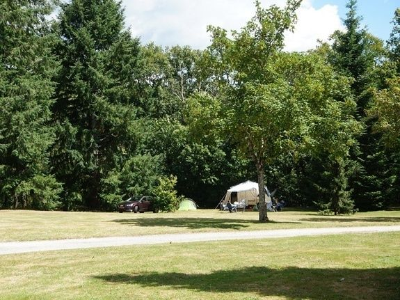 Emplacements 180m² camping chambon piscine nature familale (3)