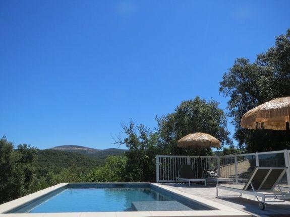 La piscine les Hauts d Issensac