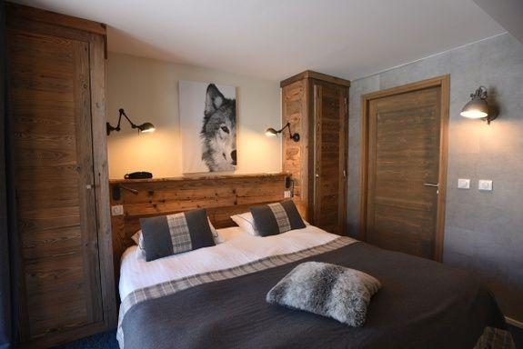 hotel-bas-des-pistes-val-isere-chambre-classique-lit