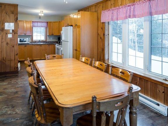 centre-de-villégiature-saint-alexis-des-monts-chalet-spacieux-cuisine