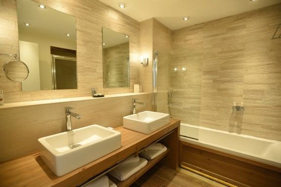 hotel-on-the-slopes-val-isere-comfort-family-room-bathroom