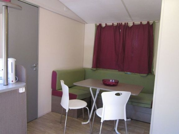 Salon/salle à manger camping familial montagne Alpes d'Huez