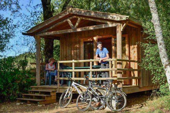 Mobil-home exterieur camping rocamadour Lot piscine chauffée padirac
