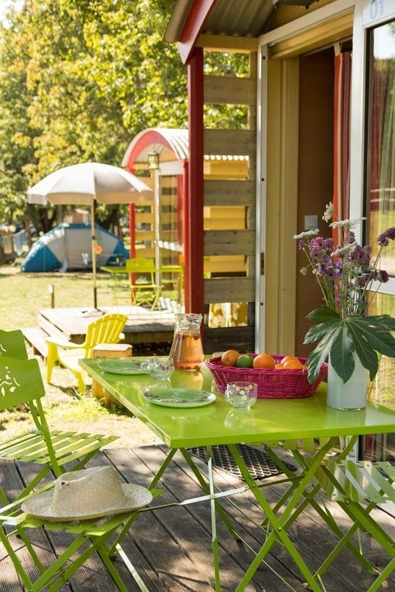 Terrasse roulotte camping rocamadour Lot piscine chauffée padirac