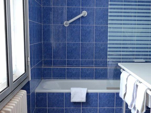 hotel-anne-de-bretagne-blois-centre-ville-salle-de-bains- chambre-twin-douche