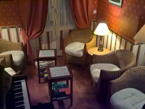 hotel-blois-centre-anne-de-bretagne-salon-piano