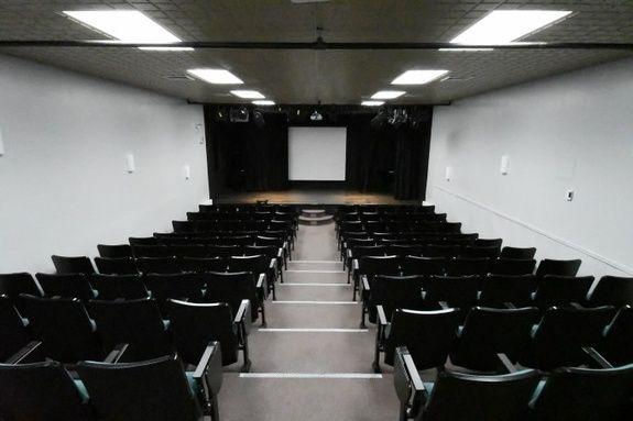 salle-auditorium-chateau-madelinot-hotel-iles-madeleine