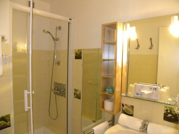 double room sea side : shower