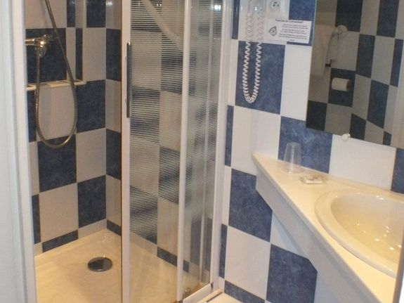 salle de douche = individuel