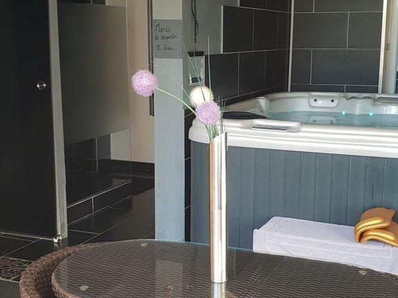 chambre-jacuzzi-privatif-lille-nord-pas-de-calais-fleurs-jacuzzi