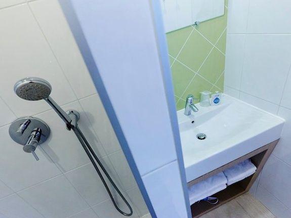 salle de bain hotel Kyriad Paris république