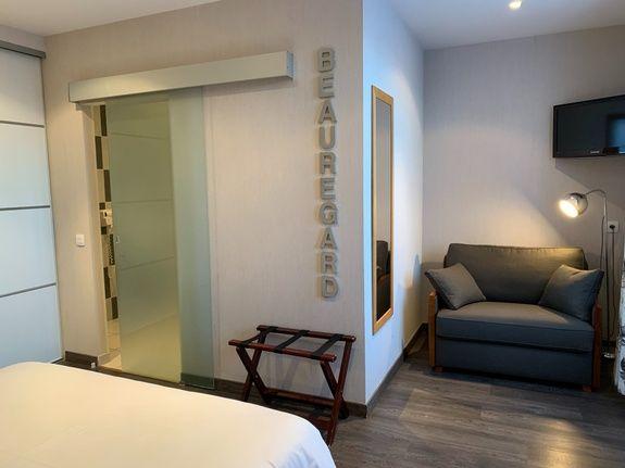 hotel-anne-de-bretagne-blois-centre-ville-chambre-triple-superieure-PMR