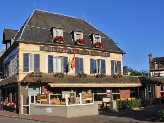 Façade-hotel-restaurant-Honfleur-cochon-dor-normandie