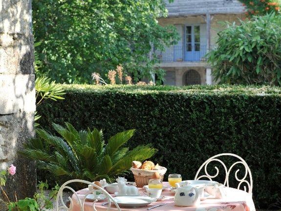 Terrasse d'été-chambres d'hôtes de charme-perigord-villereal-monflanquin