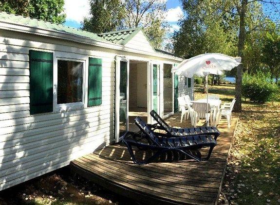 espace confort + exterieur camping familial piscine Aveyron lac de pareloup